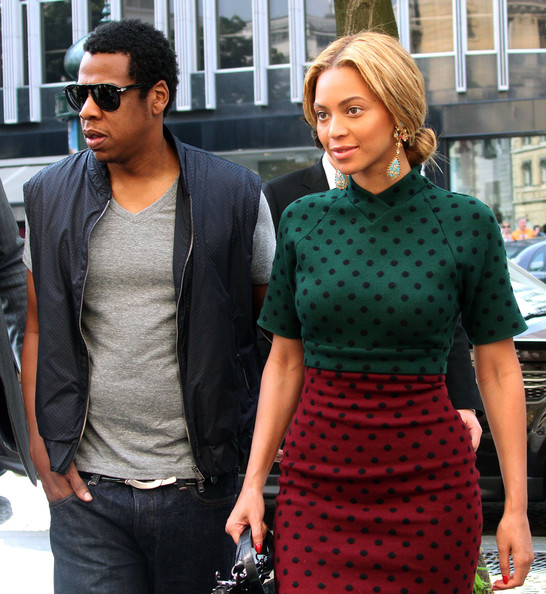 beyonce in marc jacobs green polka dress rihanna