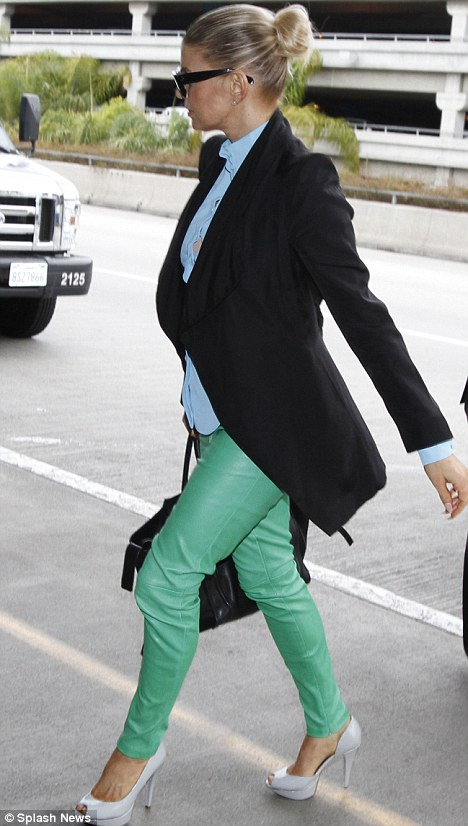 fergie in green jeans smart celebrities in green jeans