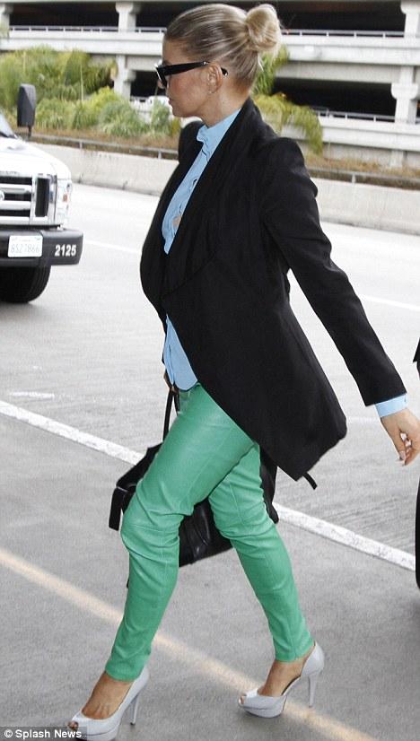 fergie in green jeans smart celebrities in green jeans