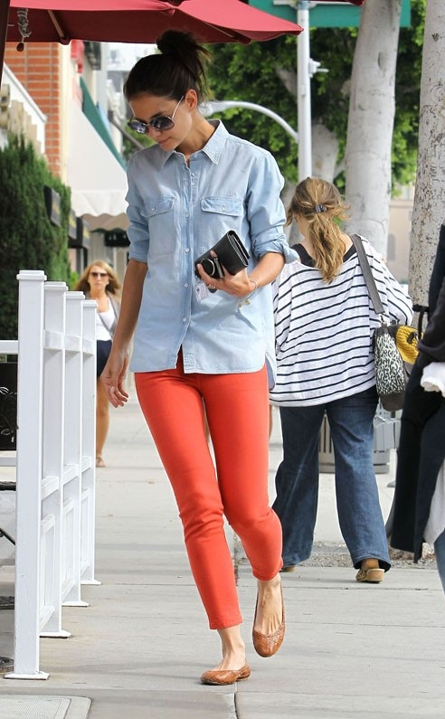 katie in organe jeans celebrities in orange jeans