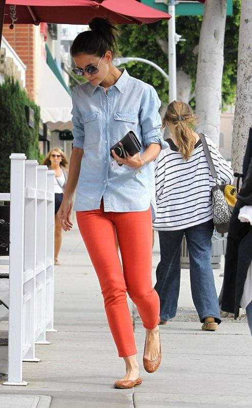 katie in organe jeans celebrities in orange jeans