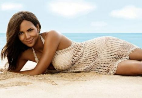 halle berry crochet dress
