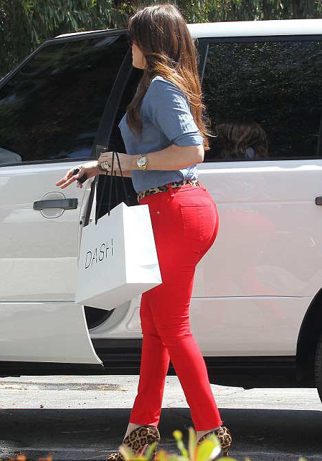 Khloe Kardashian red jeans tight
