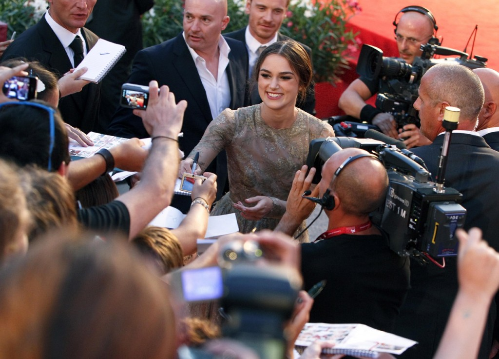 kiera knightley walking red carpet valentino 2011